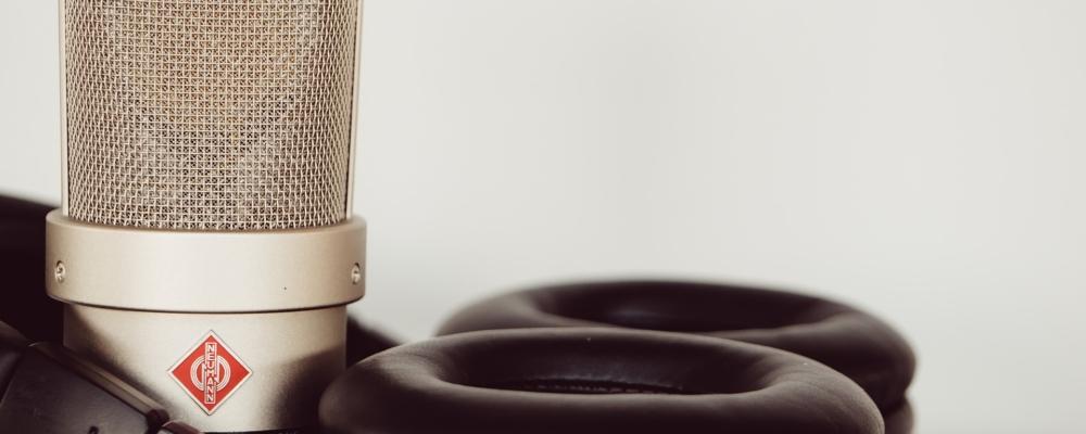 microphone-4465037_1920